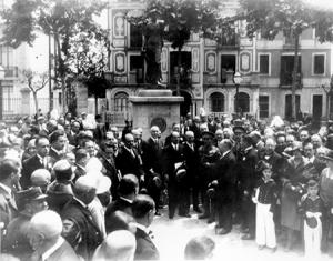 Acta d'homenatge a Pearson a la plaça de Pedralbes.